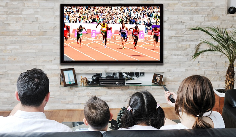 Benefits-of-Modern-Video-Streaming-Family-Watching-TV